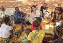 #AIDS2016: Debra Messing on HIV self-testing in Africa and why it's important to her