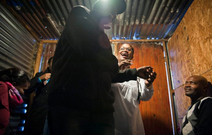 Club members gather in homes and other centres in Khayelitsha to meet lay health workers.