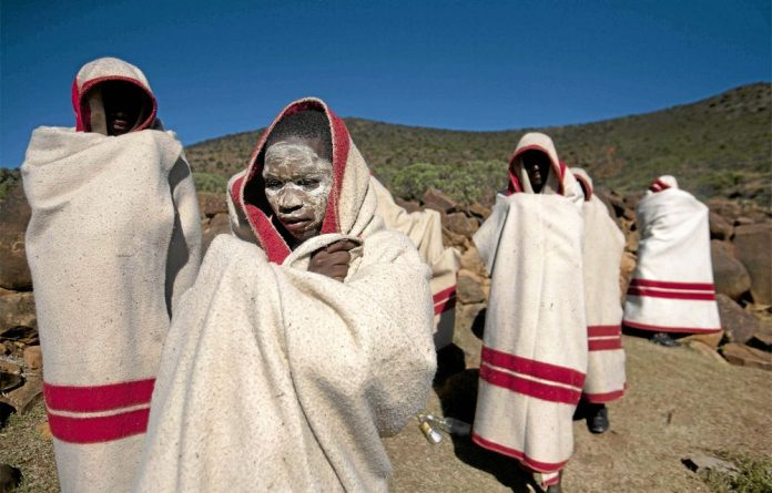 Eastern Cape royals are campaigning to use medical circumcision in traditional rituals.