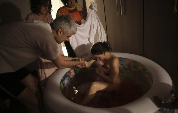 How do water births help with pain relief?